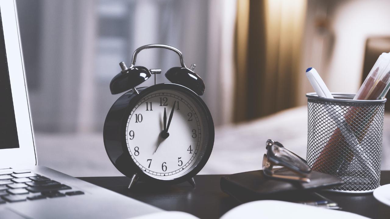 目覚まし時計と文房具